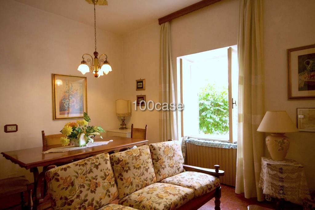 Appartamento in buone condizioni arredato in vendita Rif. 8136354