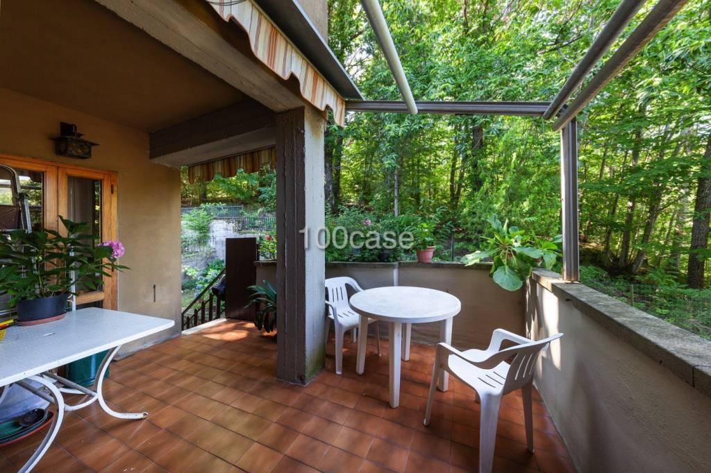 Appartamento in buone condizioni arredato in vendita Rif. 8136356
