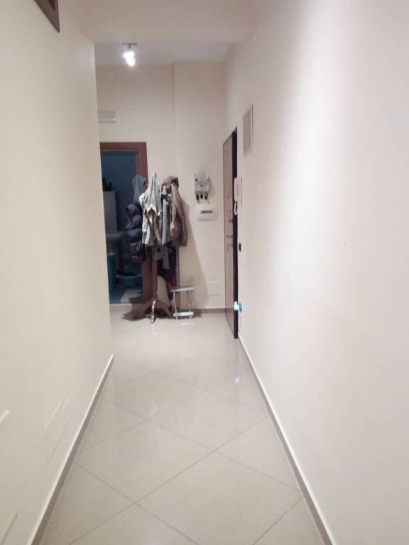Appartamento in buone condizioni in affitto Rif. 8138311