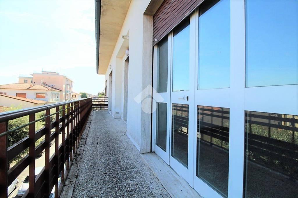 Appartamento in buone condizioni in vendita Rif. 9317894