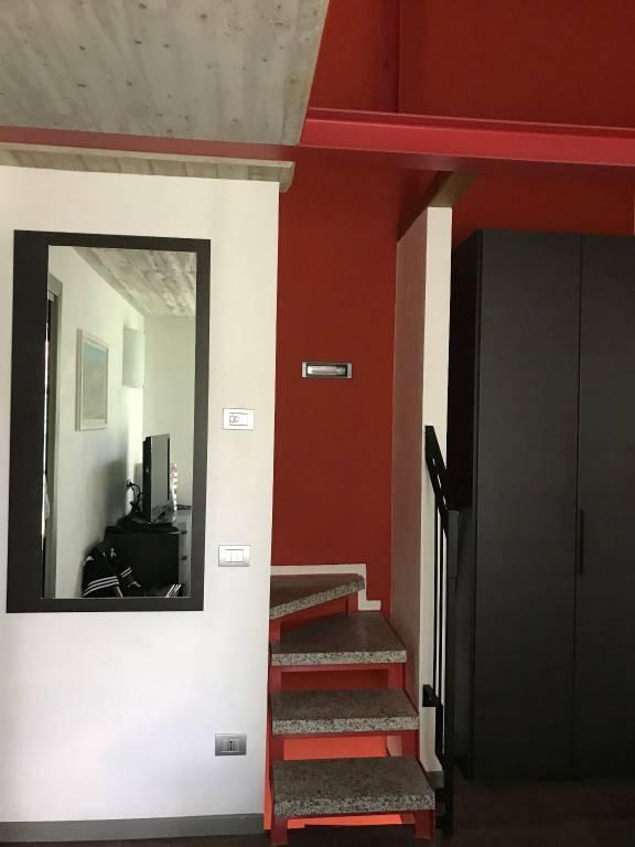 Appartamento in ottime condizioni parzialmente arredato in vendita Rif. 8245603