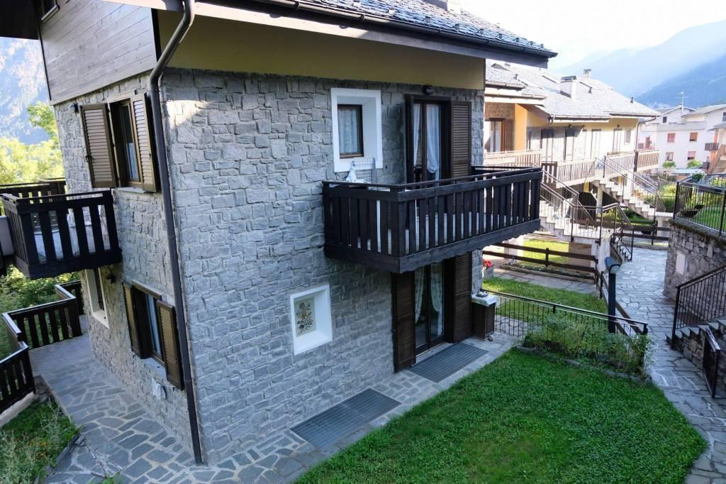 Appartamento in ottime condizioni arredato in vendita Rif. 7703694