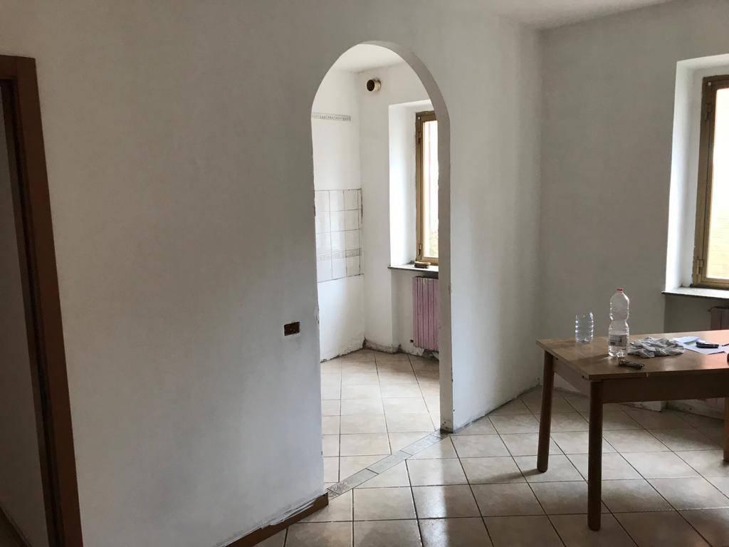 Appartamento in ottime condizioni in vendita Rif. 8133278