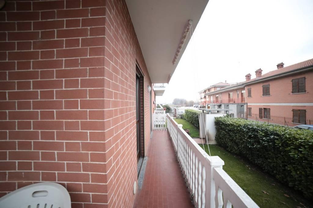 Appartamento in buone condizioni in affitto Rif. 8143784