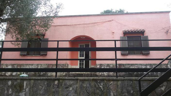 Casa Indipendente in buone condizioni in vendita Rif. 8142745