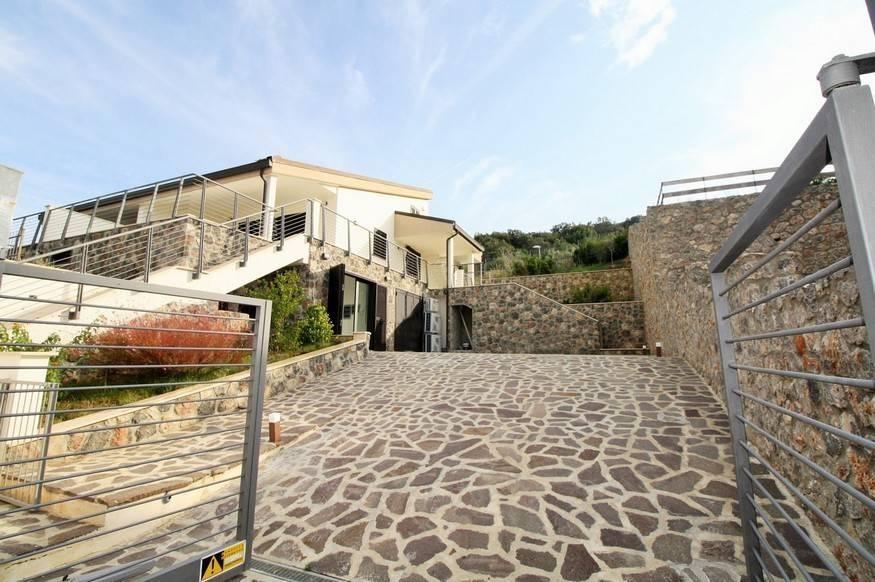 Villa arredato in vendita Rif. 8139185