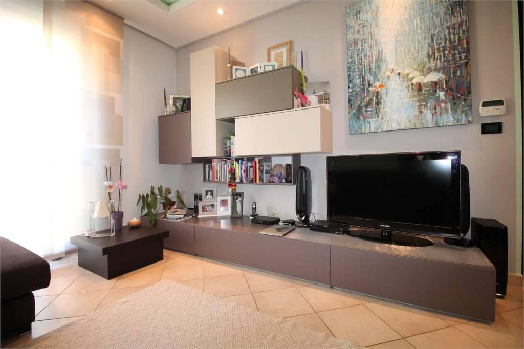 Appartamento in ottime condizioni in vendita Rif. 8154068