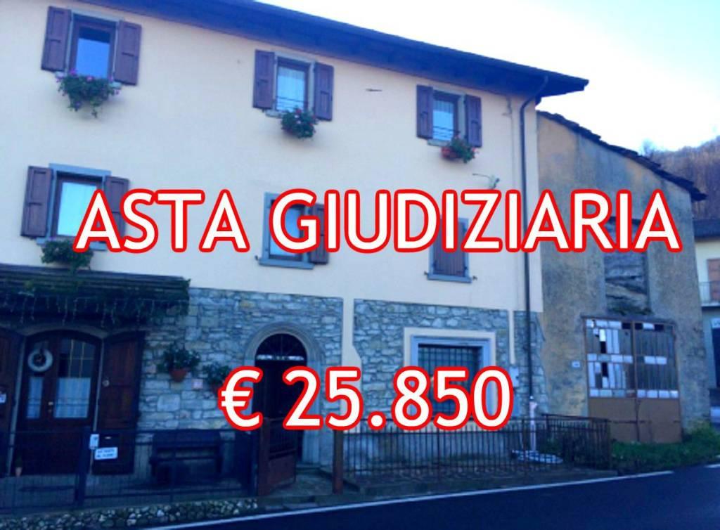 Appartamento in buone condizioni in vendita Rif. 8154391