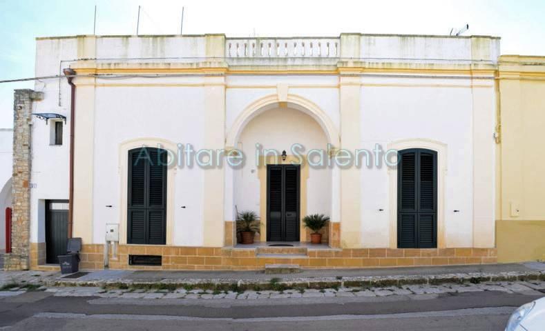 Soluzione Indipendente in vendita a Alessano, 8 locali, prezzo € 335.000 | CambioCasa.it
