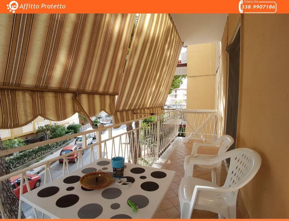 Appartamento in ottime condizioni arredato in affitto Rif. 8155323