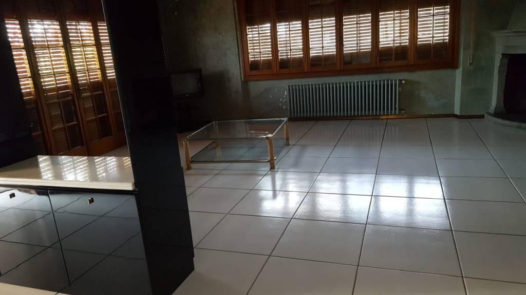 Villa da ristrutturare in vendita Rif. 8155338