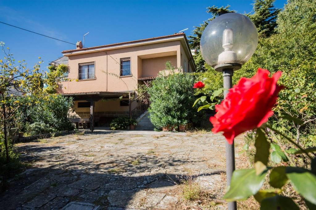 Villa in buone condizioni in vendita Rif. 8064019