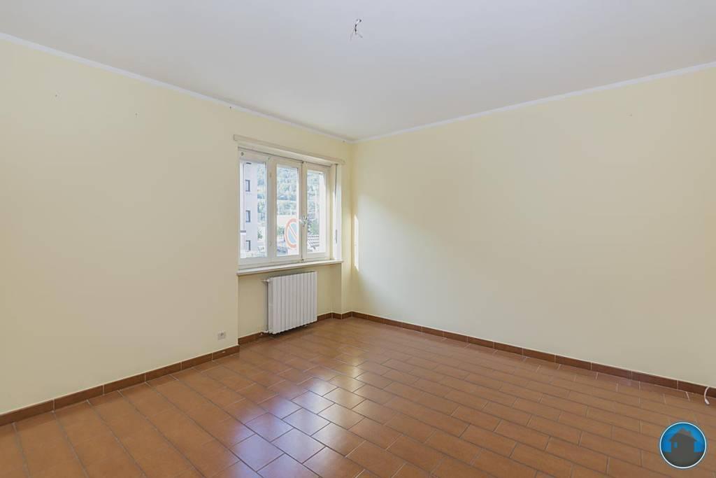 Appartamento in buone condizioni in affitto Rif. 8152164