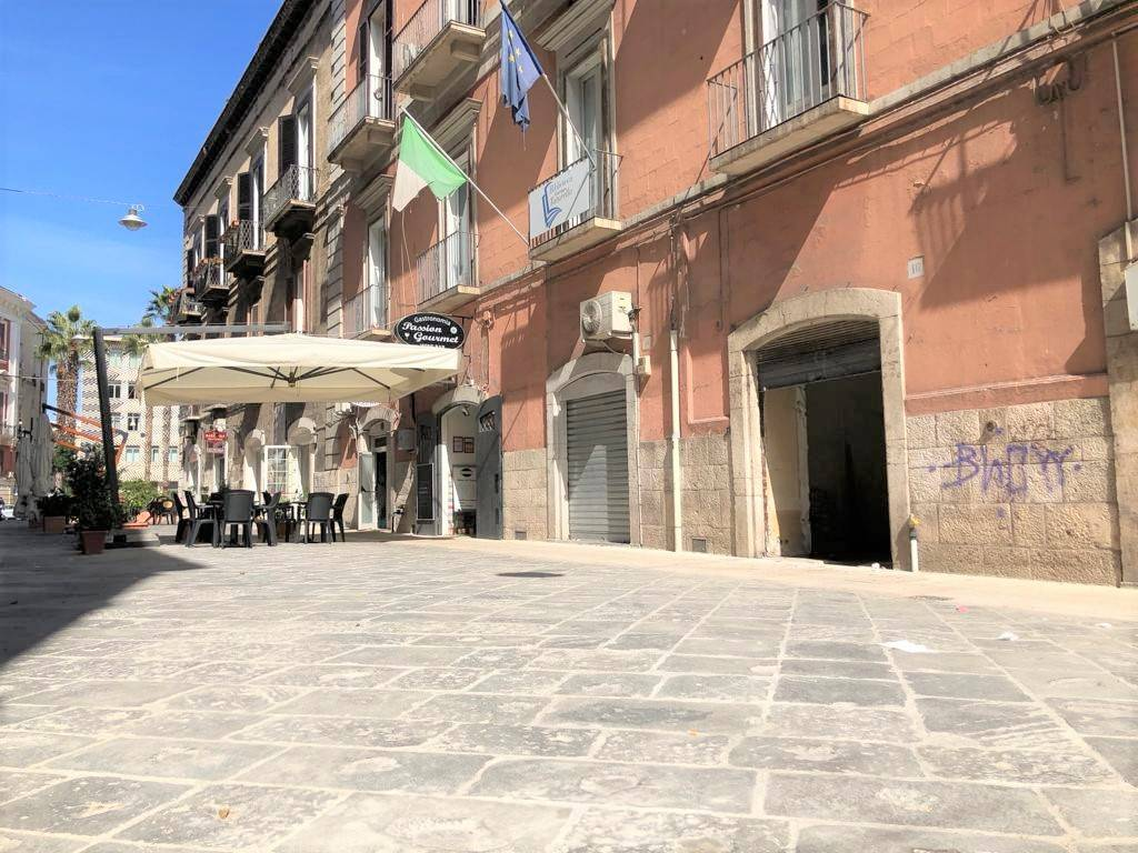 Locale commerciale in zona pedonale pressi sede Comune Bari