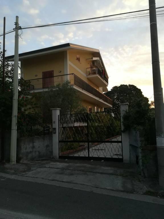Appartamento in buone condizioni in affitto Rif. 8156807