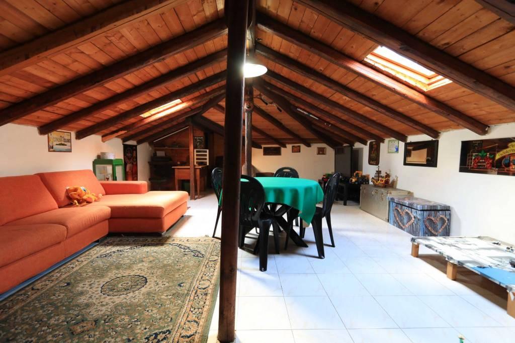 Appartamento in ottime condizioni in vendita Rif. 8155414