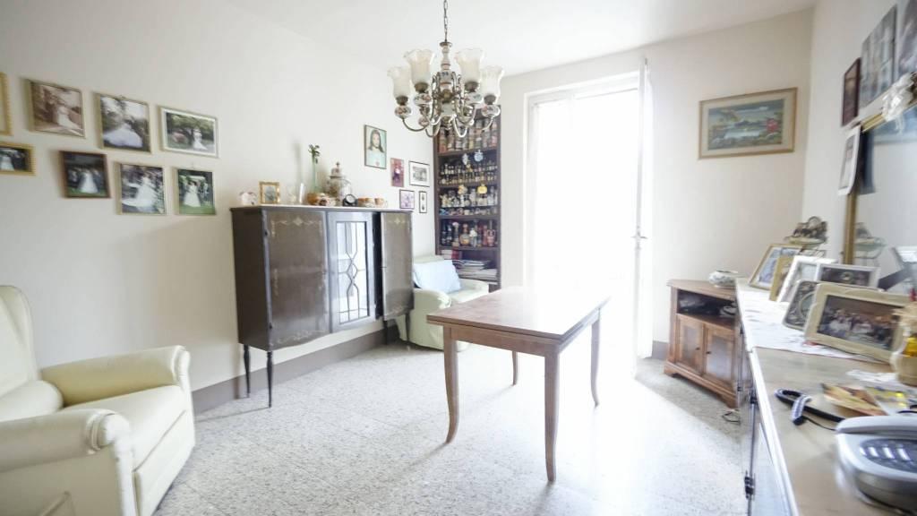 Appartamento da ristrutturare in vendita Rif. 8155250