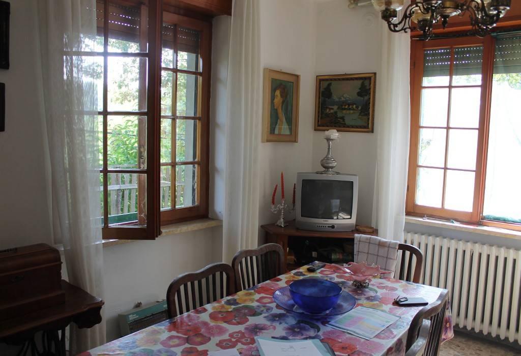 Appartamento in buone condizioni arredato in vendita Rif. 8151374
