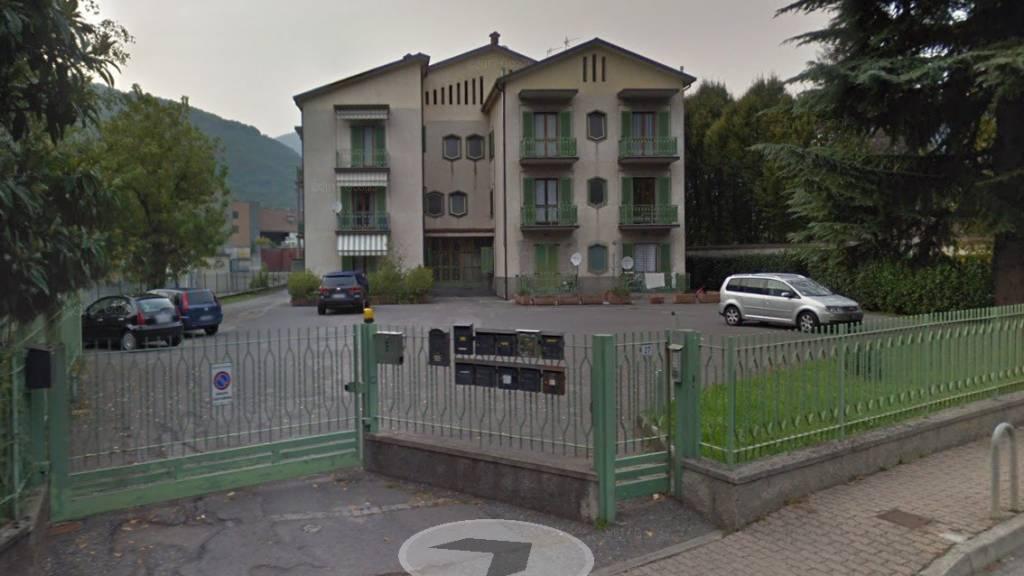 Appartamento in buone condizioni in vendita Rif. 8159671