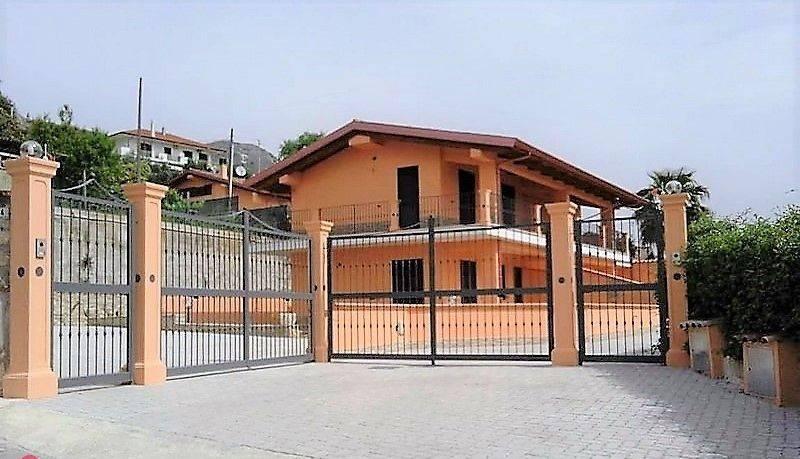 Villa quadrilocale in vendita a Formia (LT)