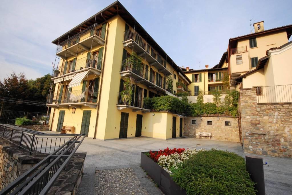 Appartamento in ottime condizioni in vendita Rif. 8153012
