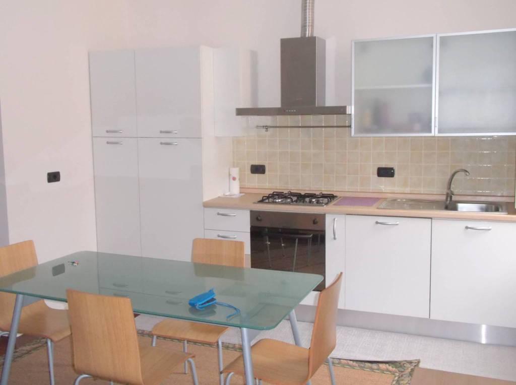Appartamento in ottime condizioni arredato in affitto Rif. 8154958
