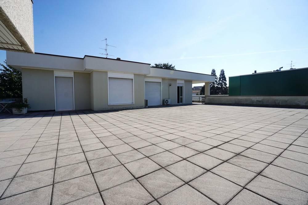 Appartamento in buone condizioni arredato in affitto Rif. 8153290