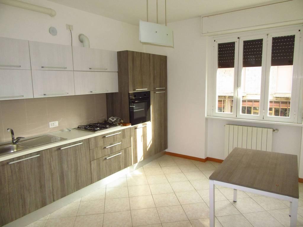 Appartamento in ottime condizioni parzialmente arredato in affitto Rif. 8152416