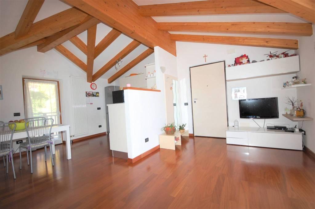 Appartamento in buone condizioni parzialmente arredato in vendita Rif. 8153897