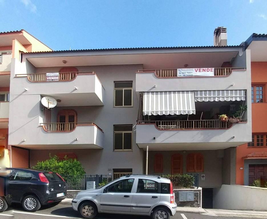 Appartamento in buone condizioni in vendita Rif. 8152589