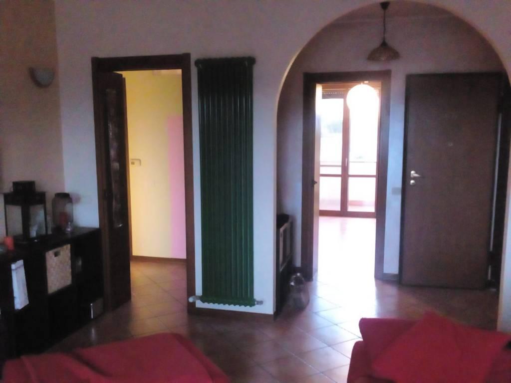 Appartamento in buone condizioni in vendita Rif. 8156135