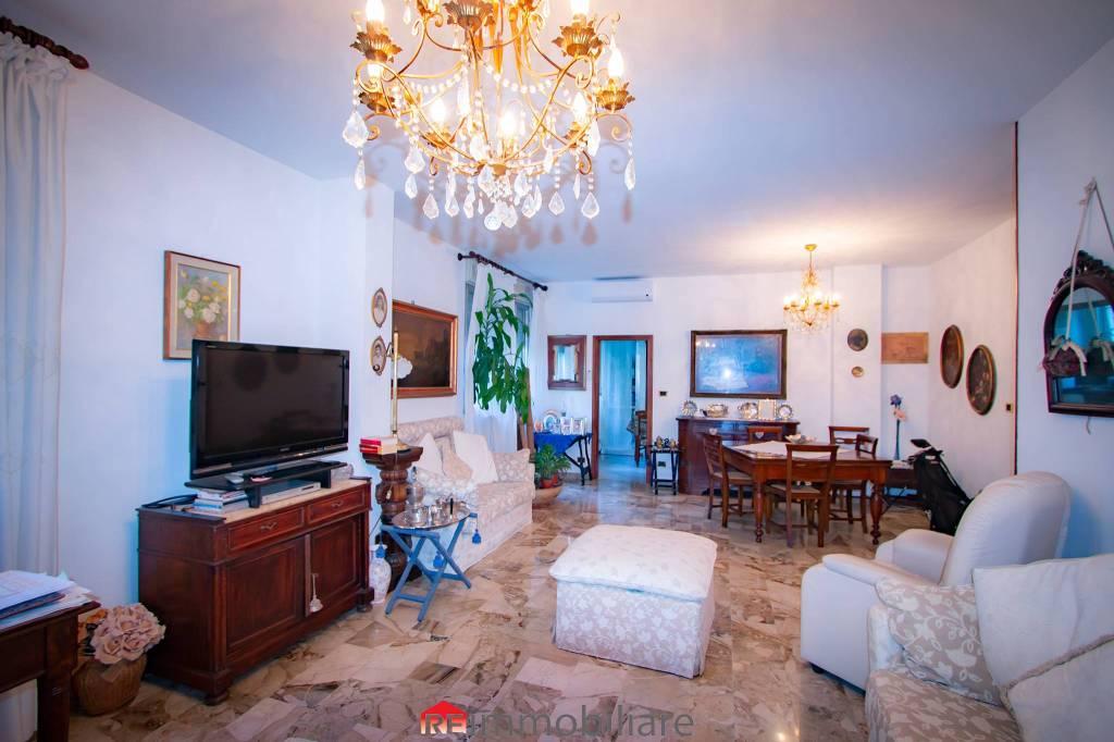 Appartamento in vendita 5 vani 150 mq.  via Misa 11 Bologna