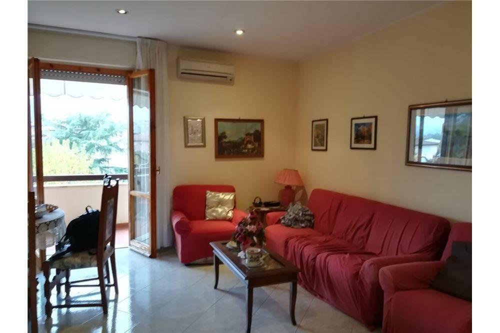 Appartamento in buone condizioni in vendita Rif. 8154554