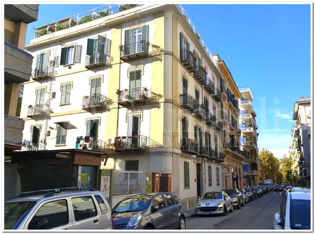 Appartamento in vendita 4 vani 110 mq.  via Giovanni Merliani Napoli