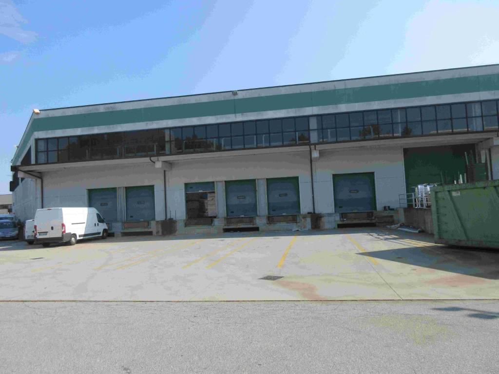 Magazzino in affitto a Beinasco, 6 locali, Trattative riservate | PortaleAgenzieImmobiliari.it