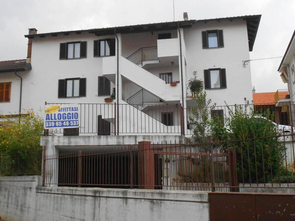 Appartamento in ottime condizioni in affitto Rif. 8155345