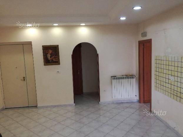 Appartamento in buone condizioni in affitto Rif. 8161314