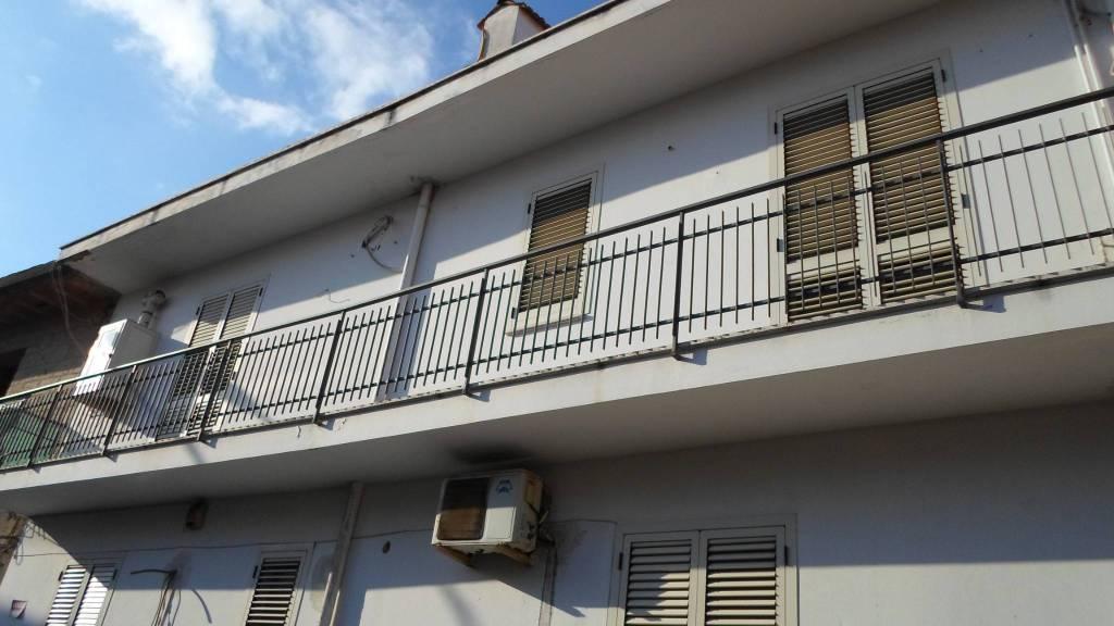 Appartamento in buone condizioni in vendita Rif. 8150779
