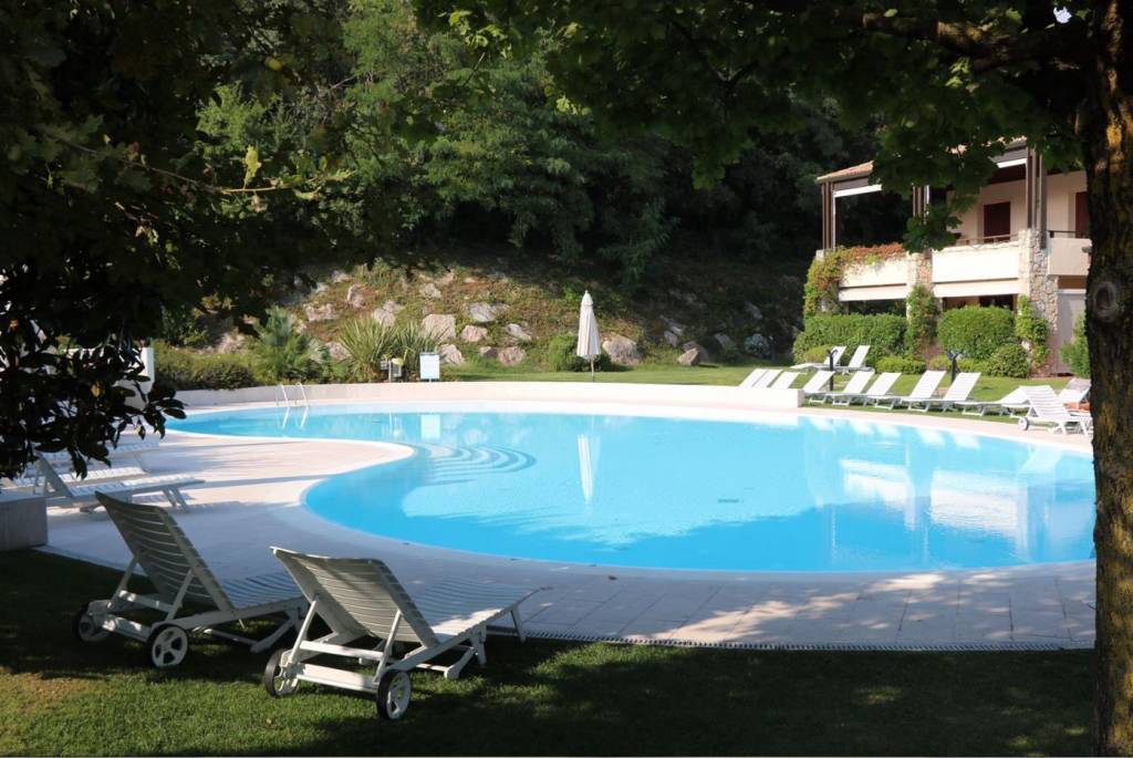 Appartamento in residence con piscina e campo da tennis