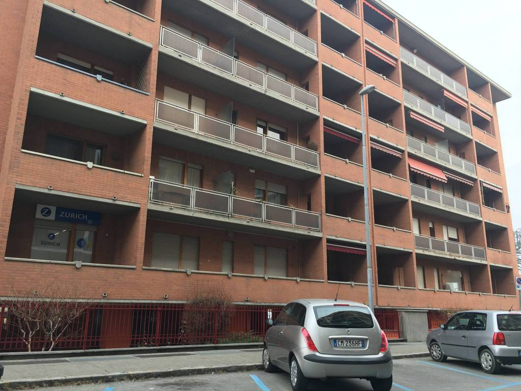 Appartamento in buone condizioni in affitto Rif. 8155346