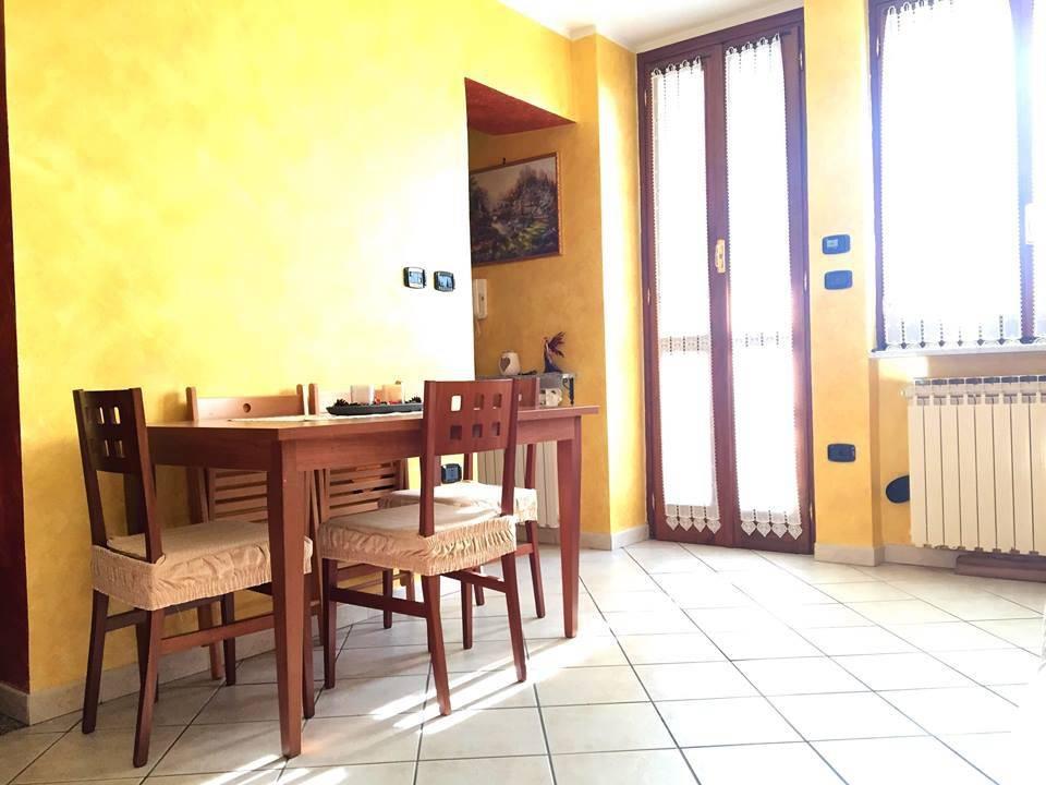 Appartamento in buone condizioni in vendita Rif. 9425034