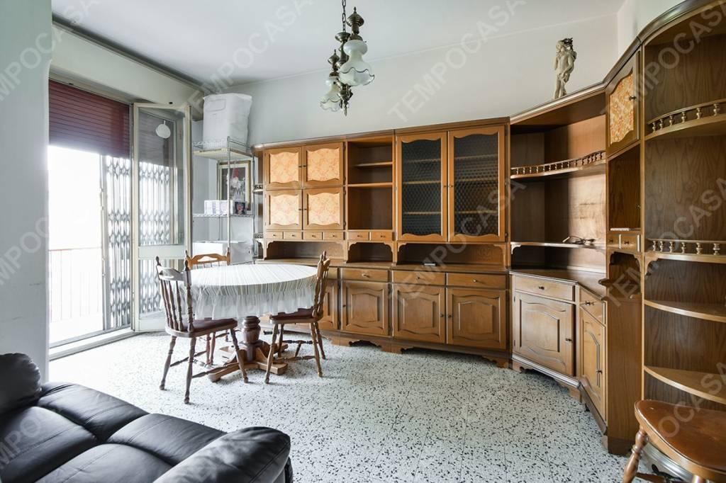 Appartamento in vendita 4 vani 110 mq.  via Augusto Romagnoli Bologna