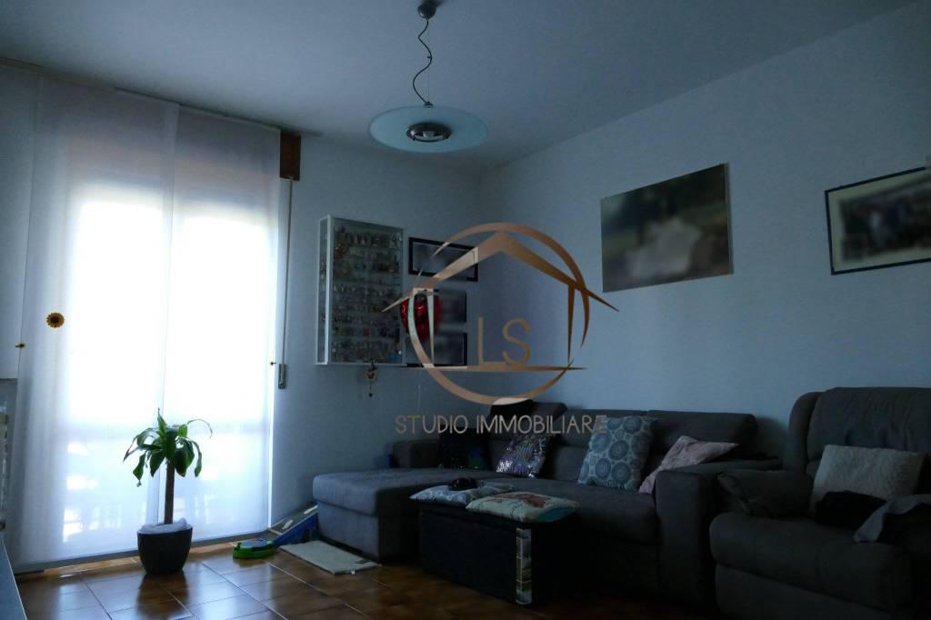 Appartamento in buone condizioni in vendita Rif. 8509213