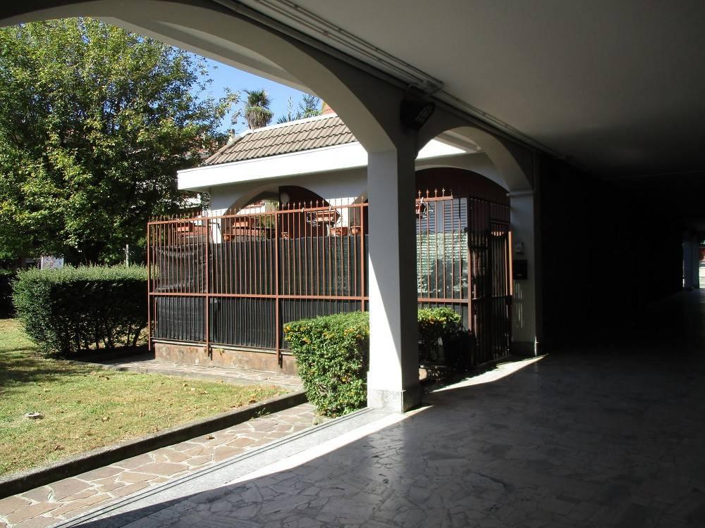 Appartamento in ottime condizioni arredato in affitto Rif. 8161907
