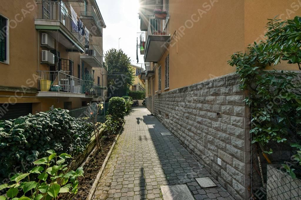 Appartamento in vendita 3 vani 60 mq.  via Antonio Basoli Bologna