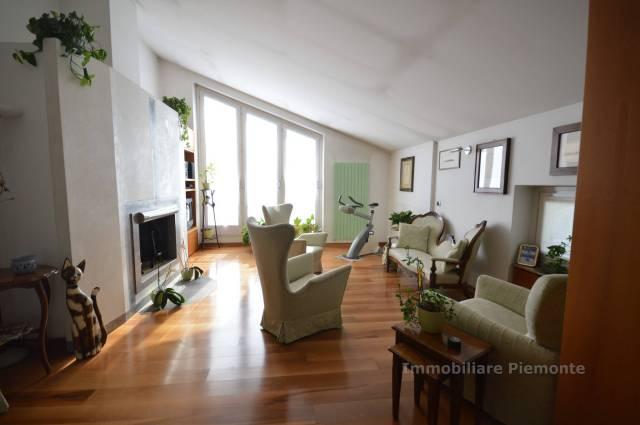 Villa in vendita a Gozzano, 6 locali, prezzo € 650.000 | CambioCasa.it