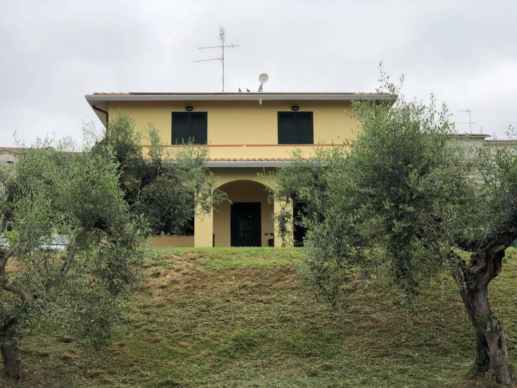 Villa in Vendita a Magione: 5 locali, 200 mq