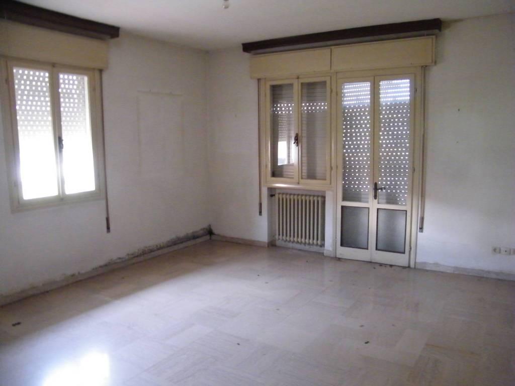Appartamento da ristrutturare in vendita Rif. 8151596