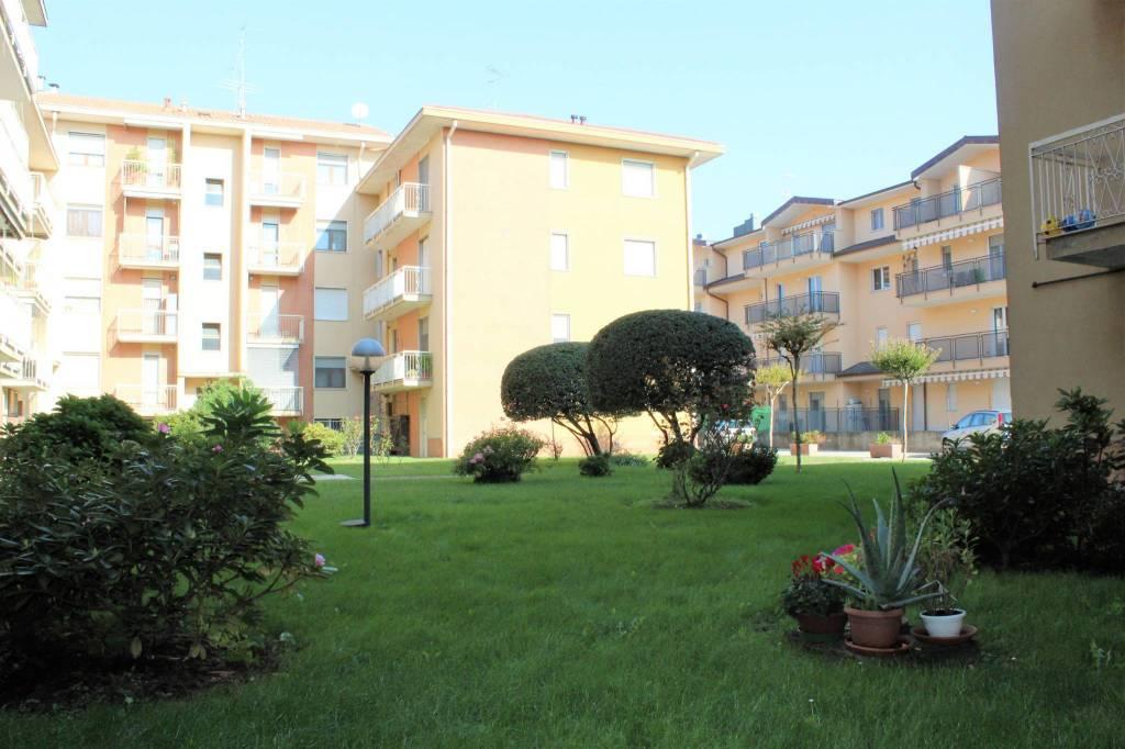 Appartamento in buone condizioni parzialmente arredato in vendita Rif. 8151540