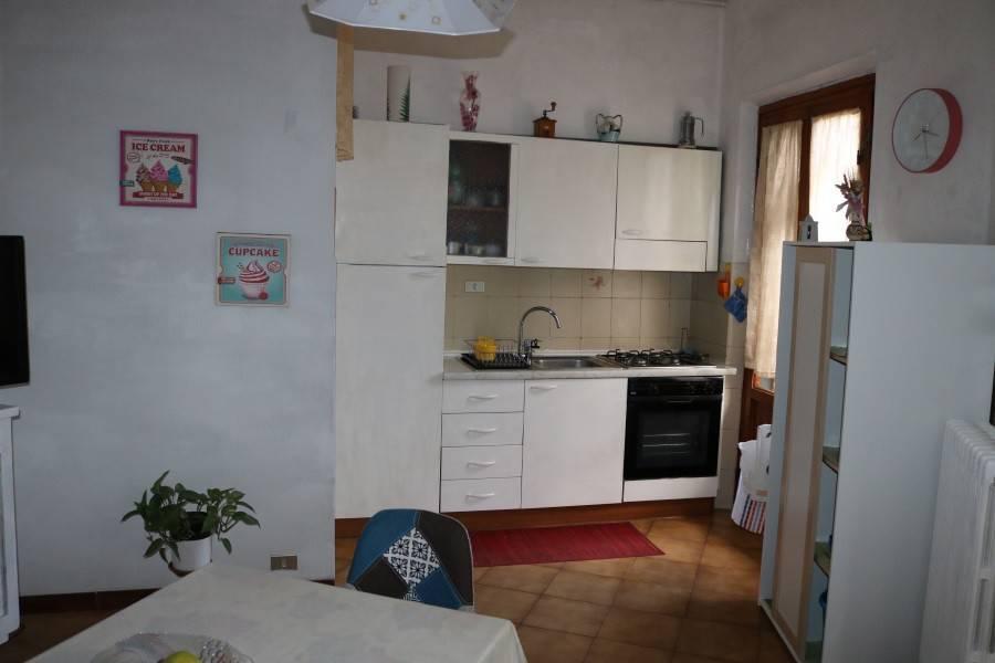 Appartamento in buone condizioni in vendita Rif. 8151433